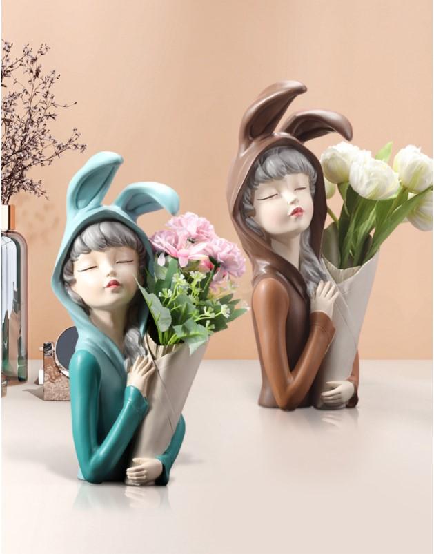 Bình cắm hoa cô gái cá tính