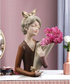 Bình cắm hoa cô gái tóc trang trí phòng khách