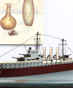 Mô hình tàu chiến kim loại cổ điển