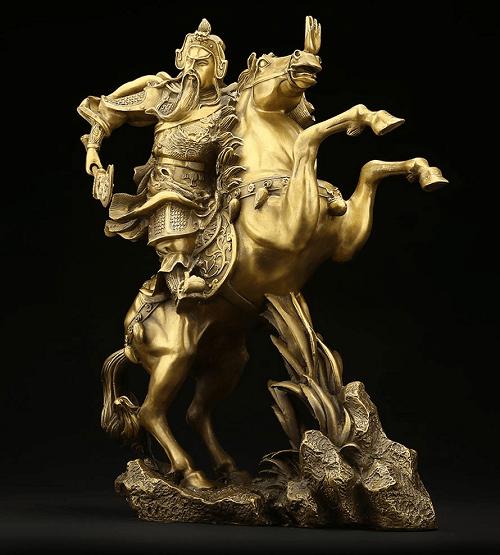 Tượng quan công cưỡi ngựa vung đao