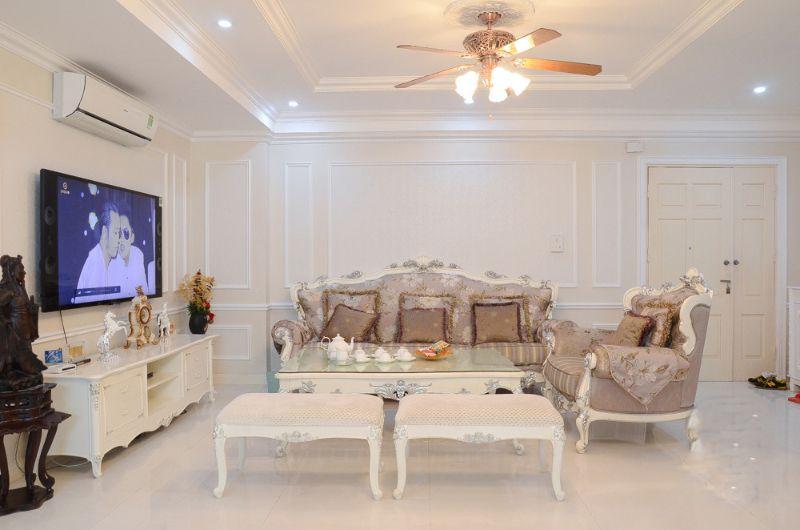 Phòng khách được trang trí theo phong cách tân cổ điển
