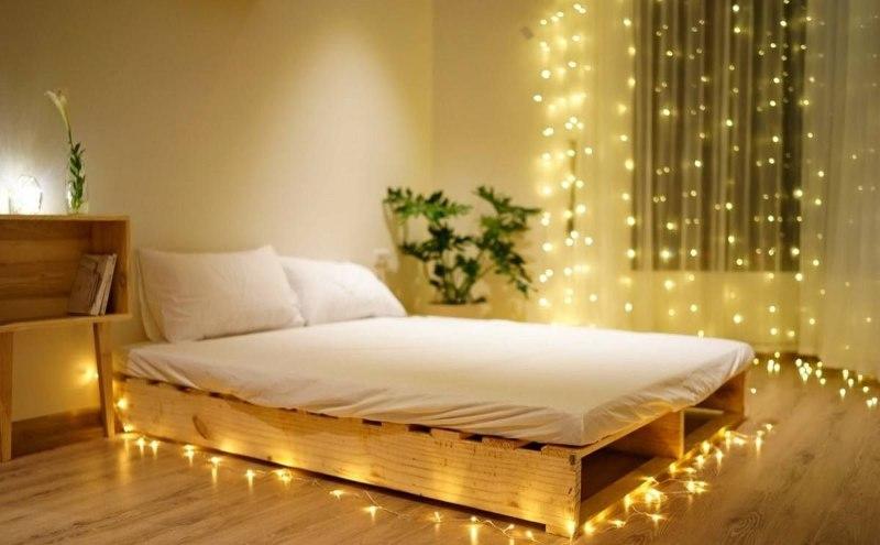 Sử dụng đèn trang trí để decor phòng ngủ