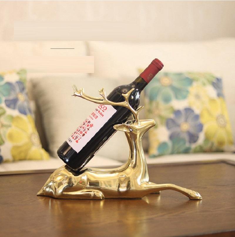 Tủ rượu luôn cần phải được đầu tư trang trí